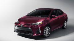 Длинная трещина на Toyota Corolla