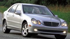Скол лобового стекла на Mercedes C-класса