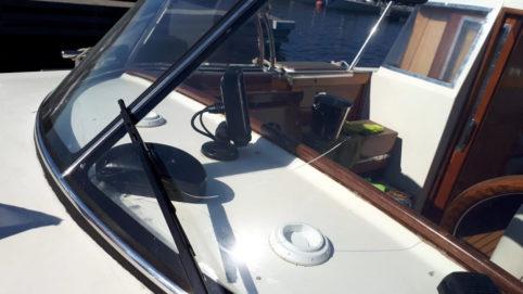 Ремонт трещины стекла на яхте