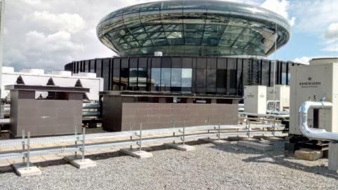Ремонт трещины стекла Бизнес-центра Смольный