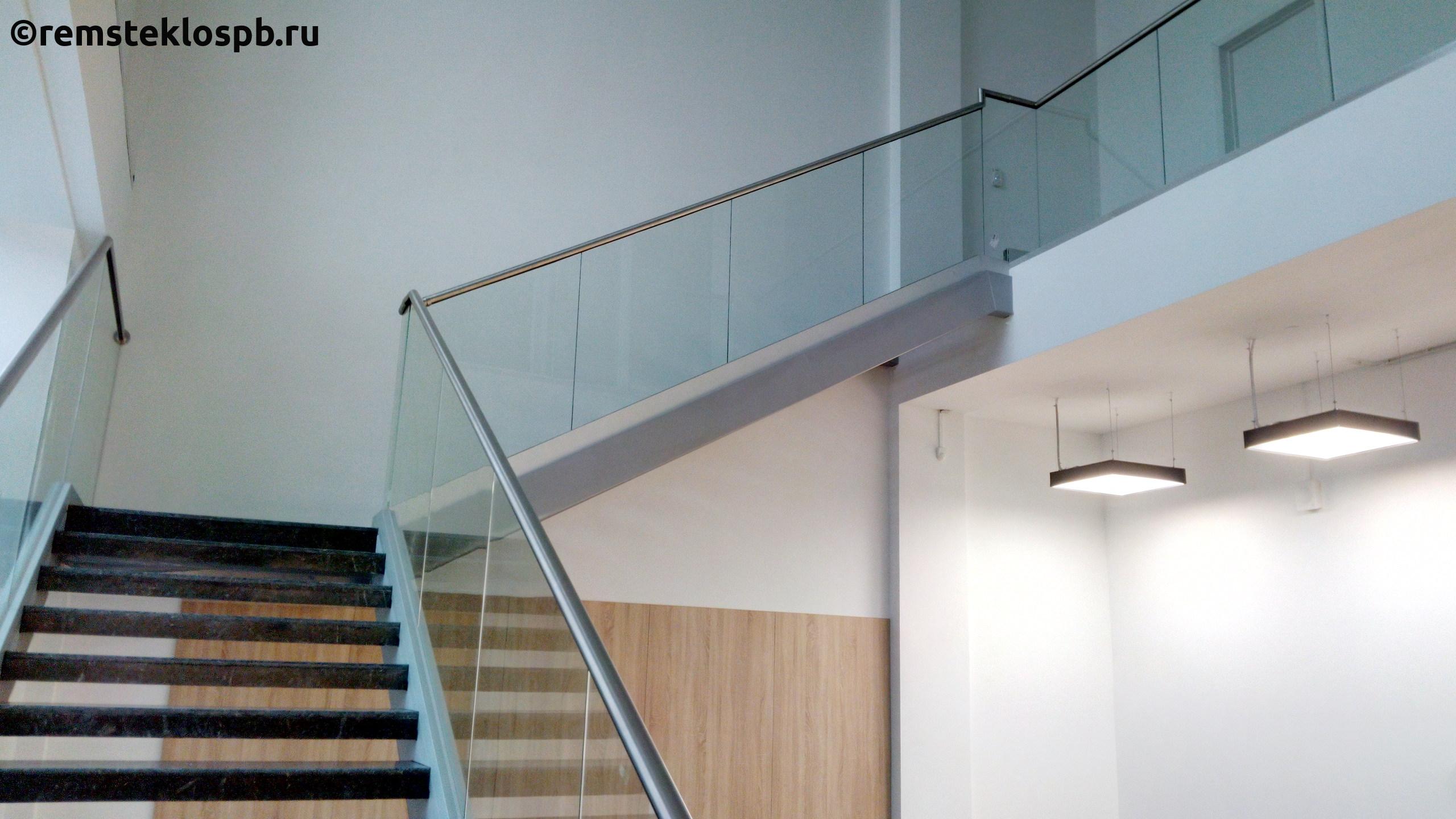 Полировка стеклянной лестницы
