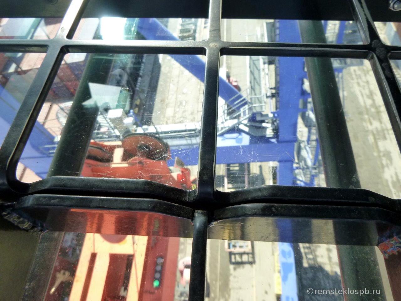 Полировка смотрового стекла портового крана