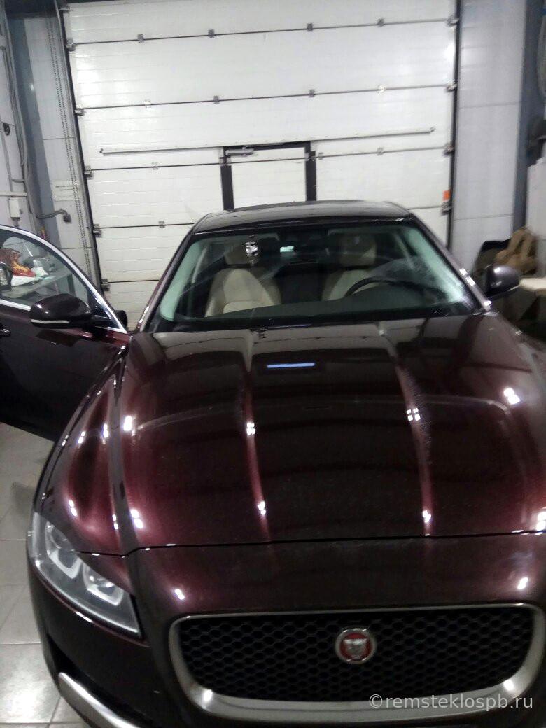 Ремонт скола лобового стекла Jaguar