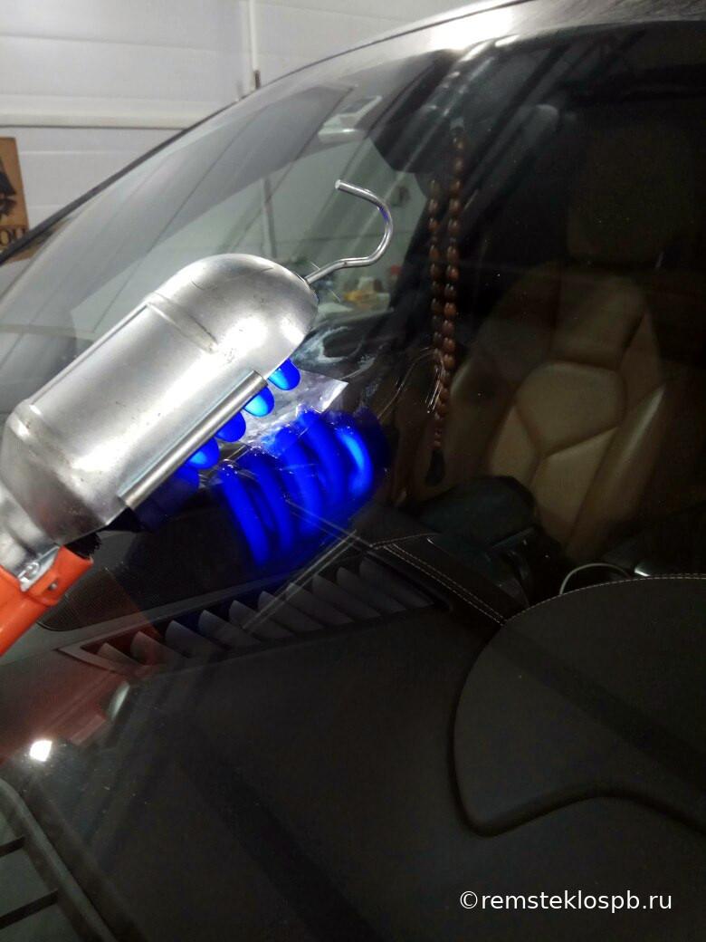 Ремонт скола лобового стекла Porsche