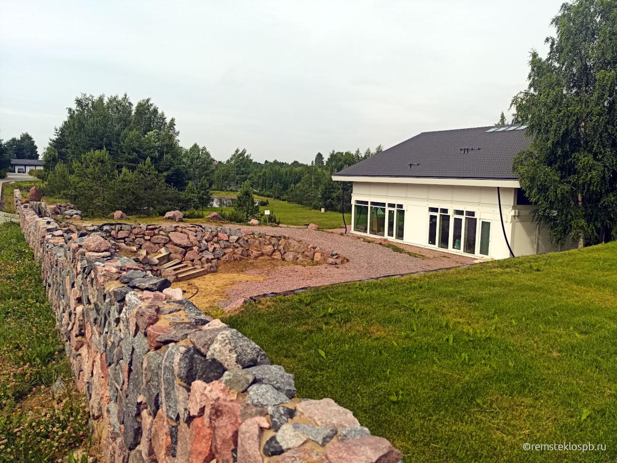 Полировка фасадного остекления в Osko Village