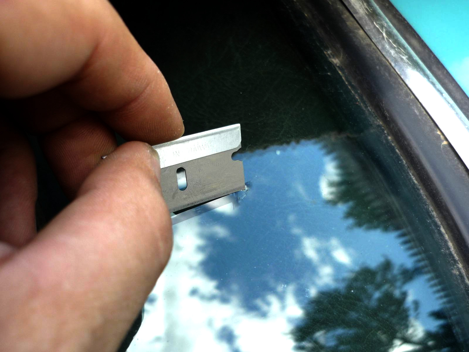 Микросколы на лобовом стекле