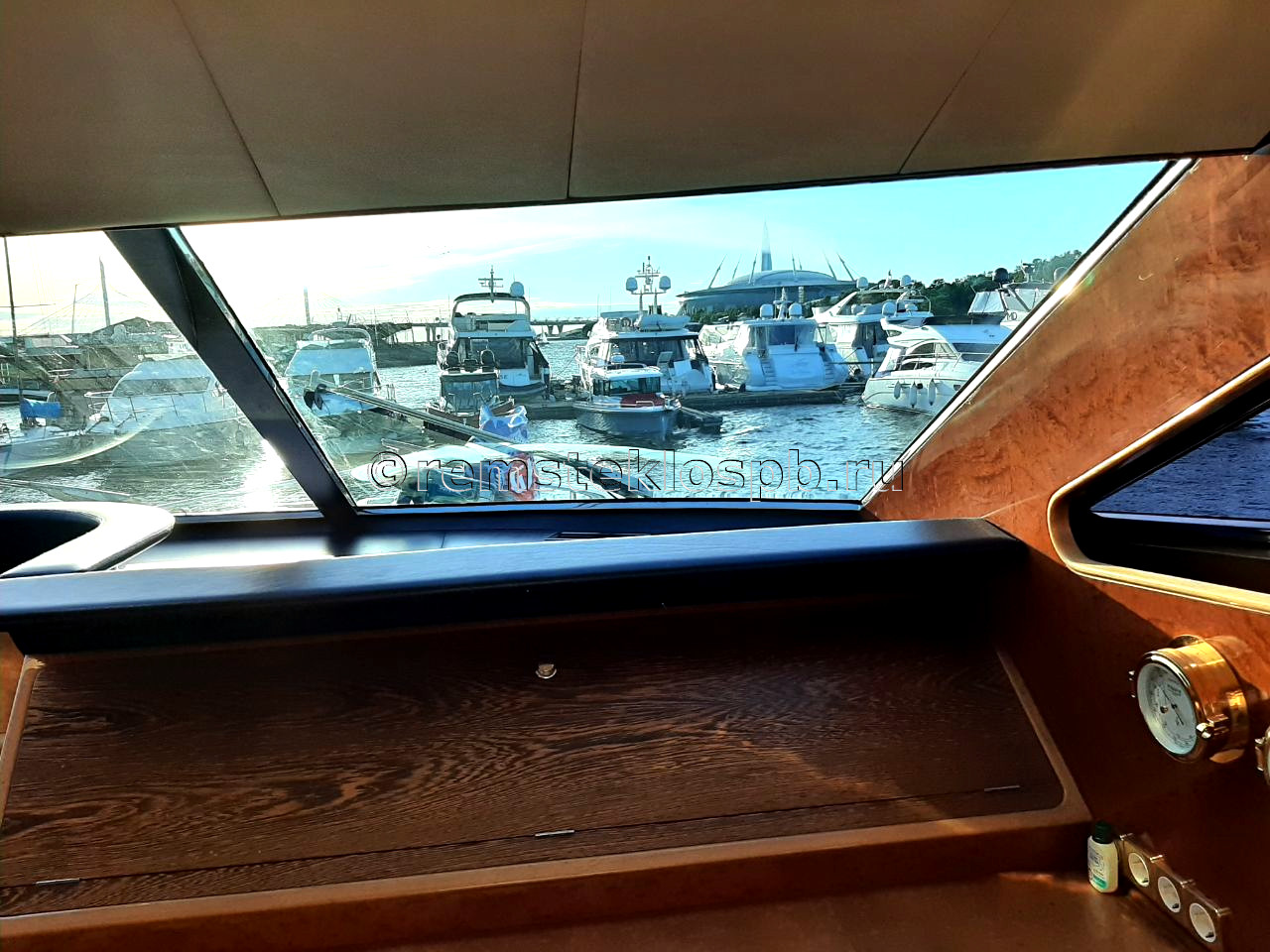Полировка стекол яхты